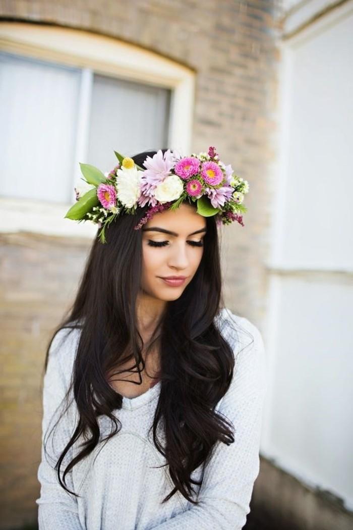 0-cheveux-chatain-idee-coiffure-avec-une-couronne-de-fleurs-colores