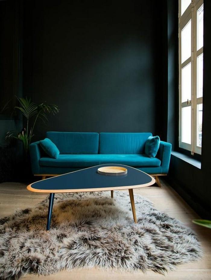 0-idee-peinture-salon-en-vert-fonce-tapis-en-fourrure-idee-pour-le-salon-parquet-clair-table-ovale