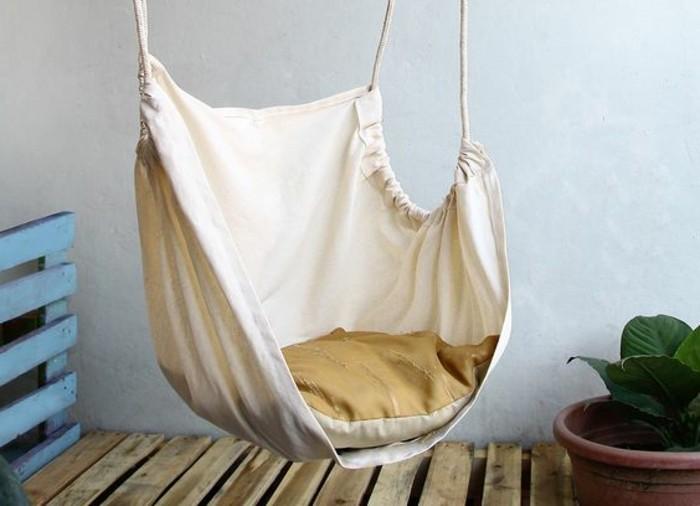 02-fauteuil-hamac-avec-un-coussin