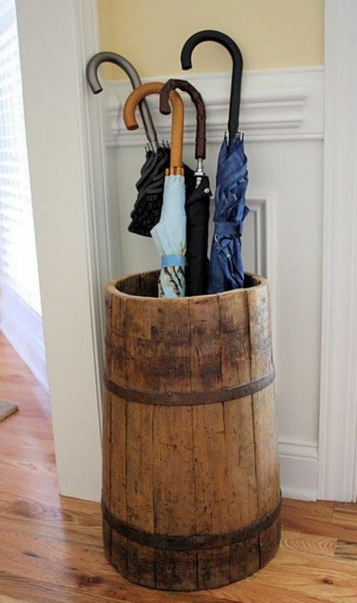03-porte-parapluie-bois-parquet