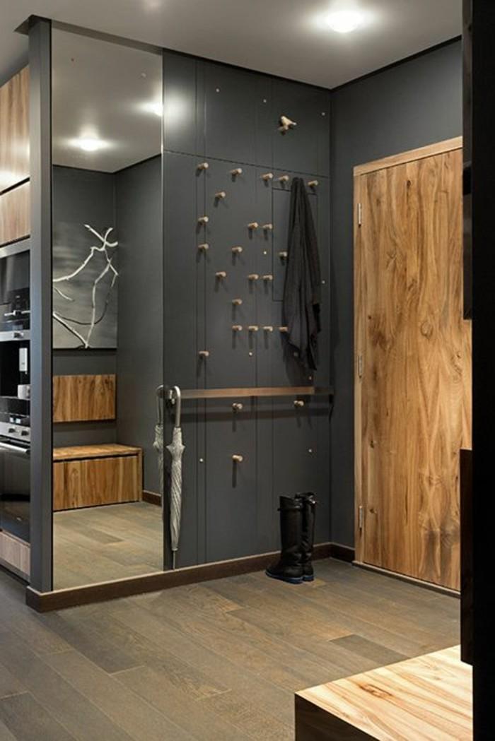 06-decorer-un-couloir-un-mur-gris-et-un-miroir