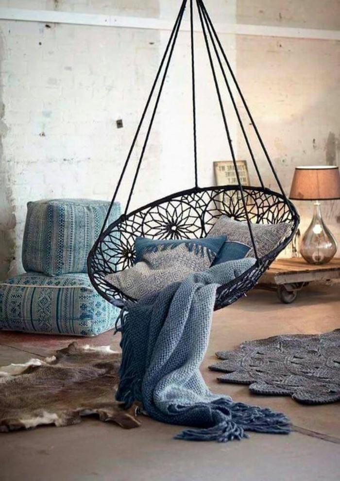 08-fauteuil-hamac-un-lampion-est-visible-derriere