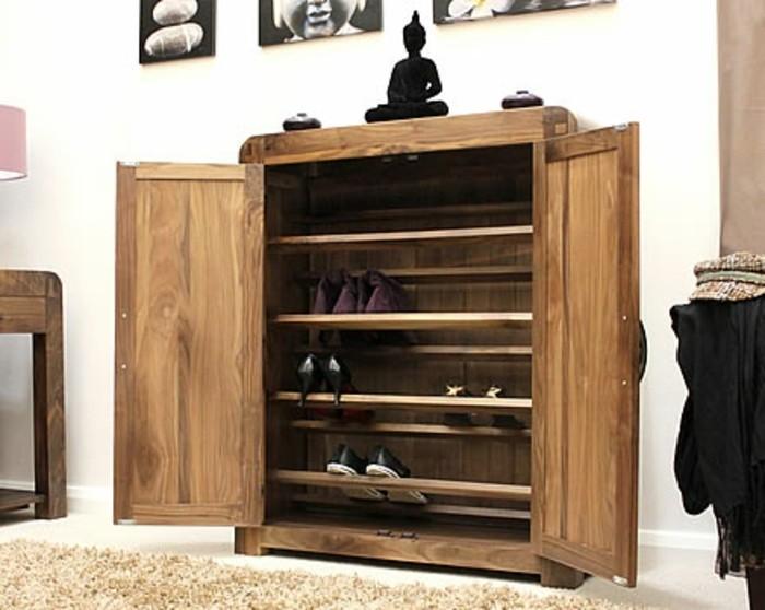 08-meuble-a-chaussures-une-statue-de-boudha