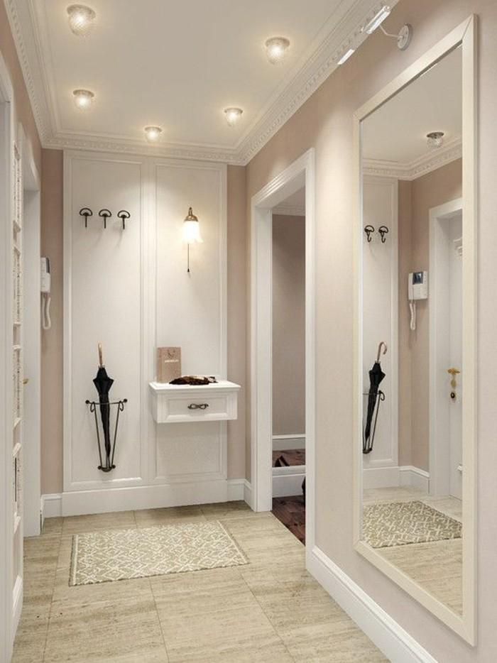 12-decorer-un-couloir-une-lampe-allumee-une-parapluie