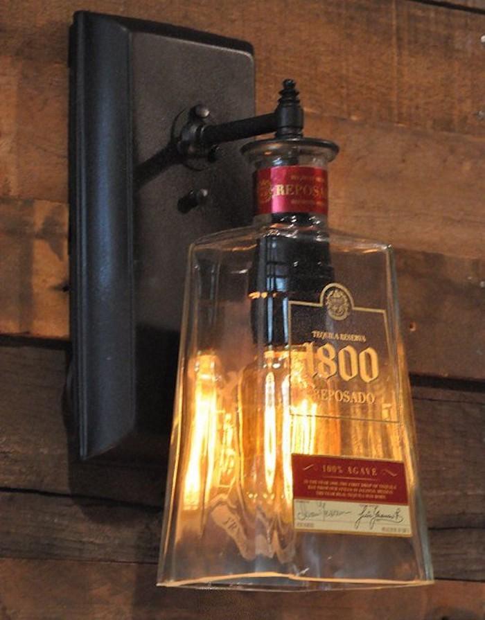 lampe-suspendue-bouteille-alcool-verre