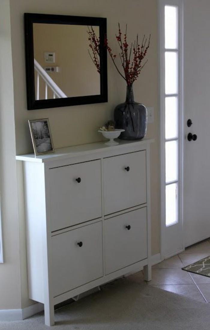 16-meuble-couloir-la-couleur-cest-le-blanc-un-miroir