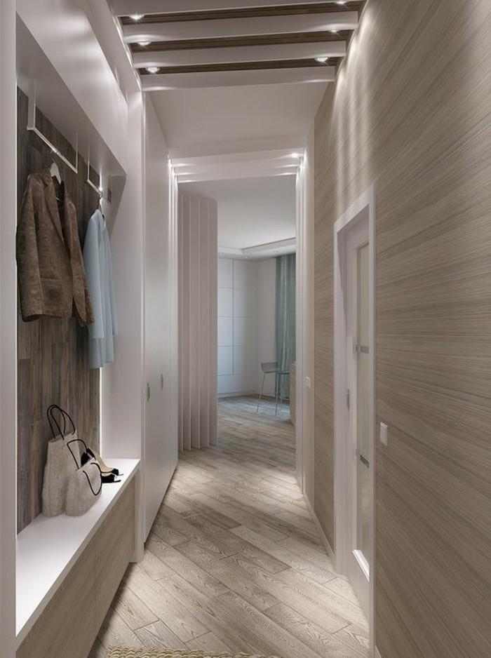 18-decorer-un-couloir-deux-manteaux-sont-pendus-eclairage