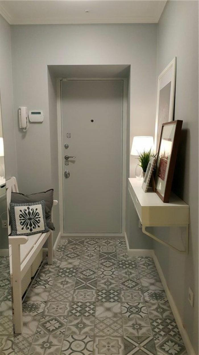 20-decorer-un-couloir-des-murs-en-gris-un-banc