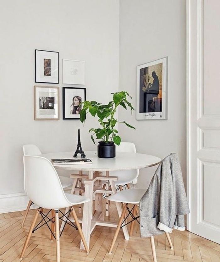20-deco-feng-shui-une-table-blanche-avec-4-chaises