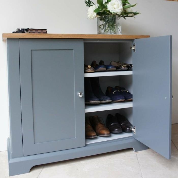 21-meuble-a-chaussure-pas-cher-couleur-bleu-une-vase-avec-des-fleurs-blanches-est-posee-dessus