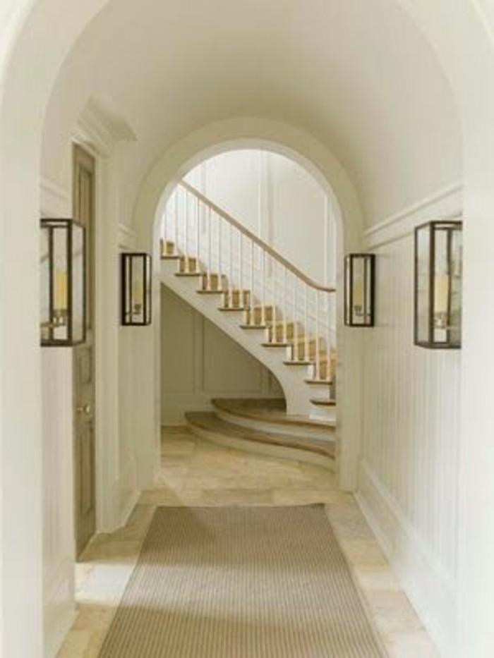 22-deco-feng-shui-murs-blancs-un-escalier-au-fond