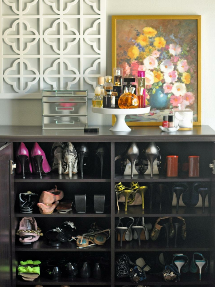 24-meuble-a-chaussure-pas-cher-un-tableau-avec-des-fleurs