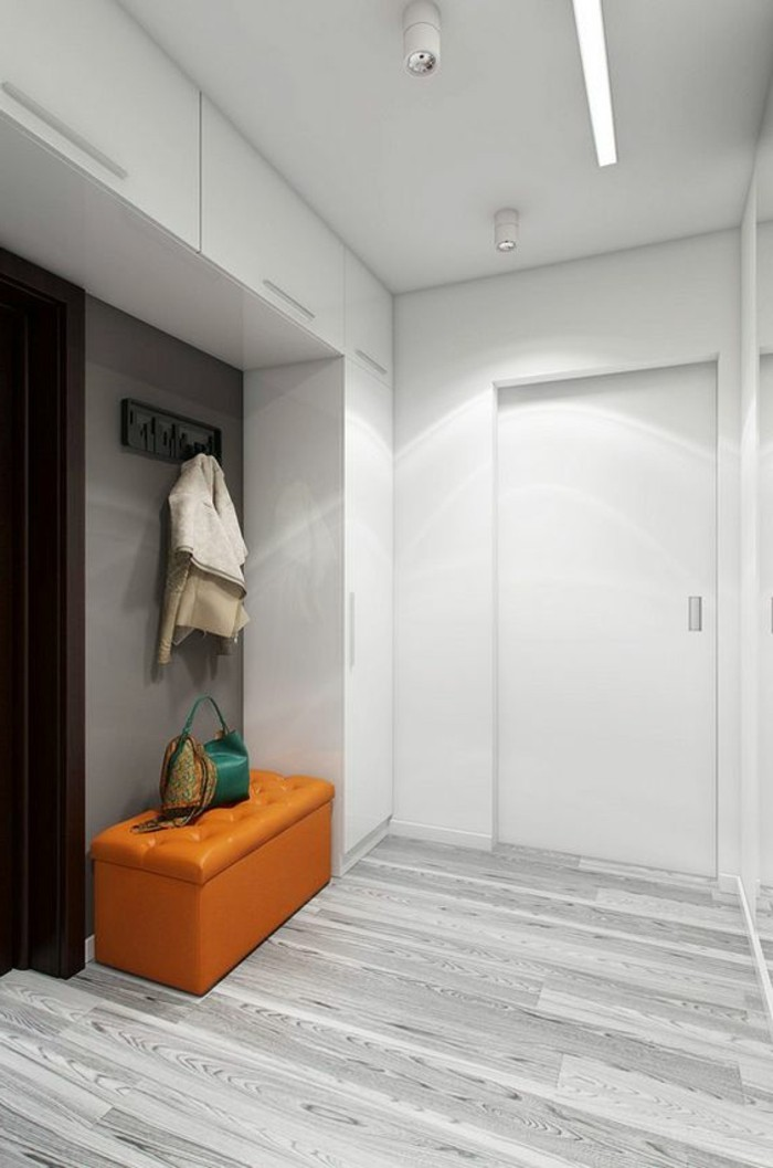 25-couloire-eclairage-un-banc-orange