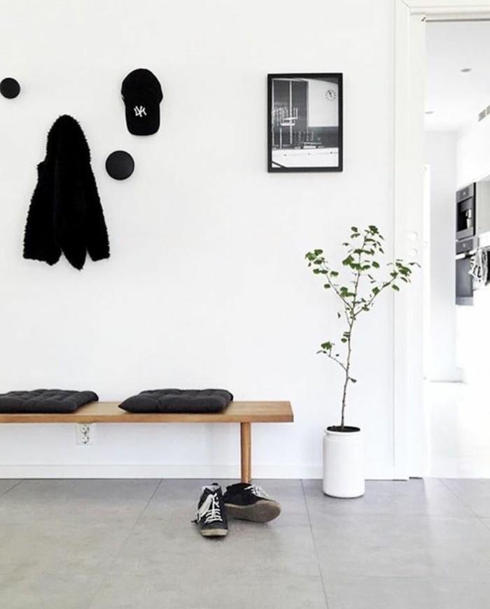 25-decoration-couloir-deux-coussins-et-une-paire-de-chaussures