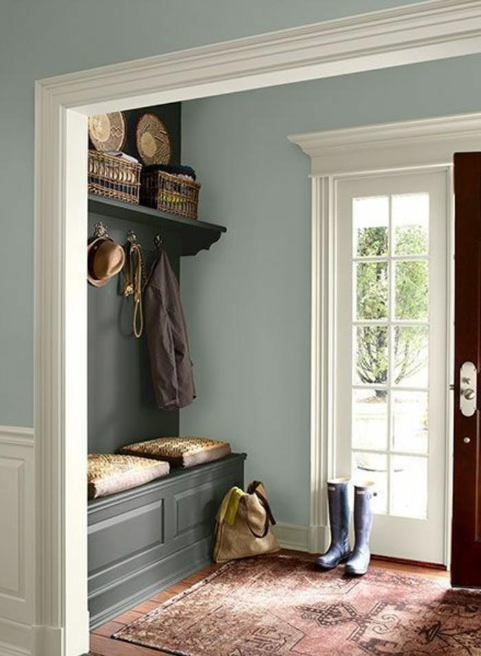 26-couloire-un-petit-tapis-une-paire-de-bottes