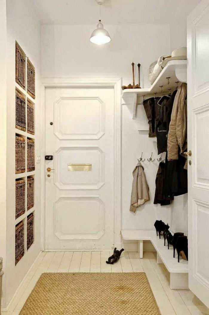 29-couloire-la-lampe-est-allumee-des-paires-de-souliers