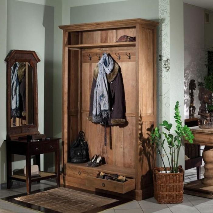 29-vestiaire-entree-un-miroir-et-un-pot-avec-une-plante-verte