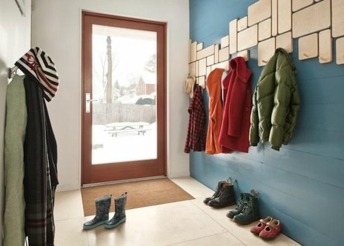 37-porte-manteau-ikea-quelques-vetements-pendus
