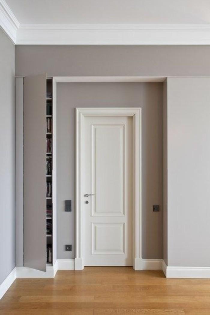 39-couloire-le-sol-est-couvert-de-parquet-les-murs-sont-gris