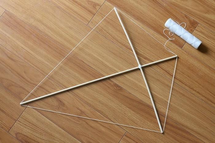 fabriquer-un-cerf-volant-troisieme-etape-former-l-armature-du-cerf-volant