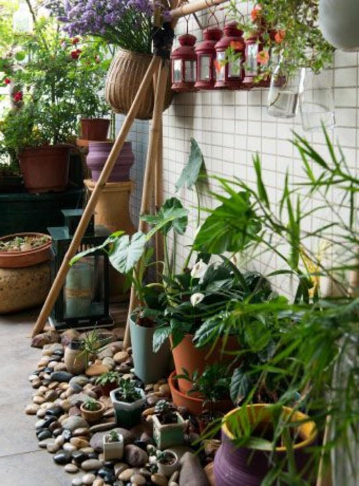 41-idee-deco-couloir-des-plantes-vertes-sont-posees-sur-le-sol