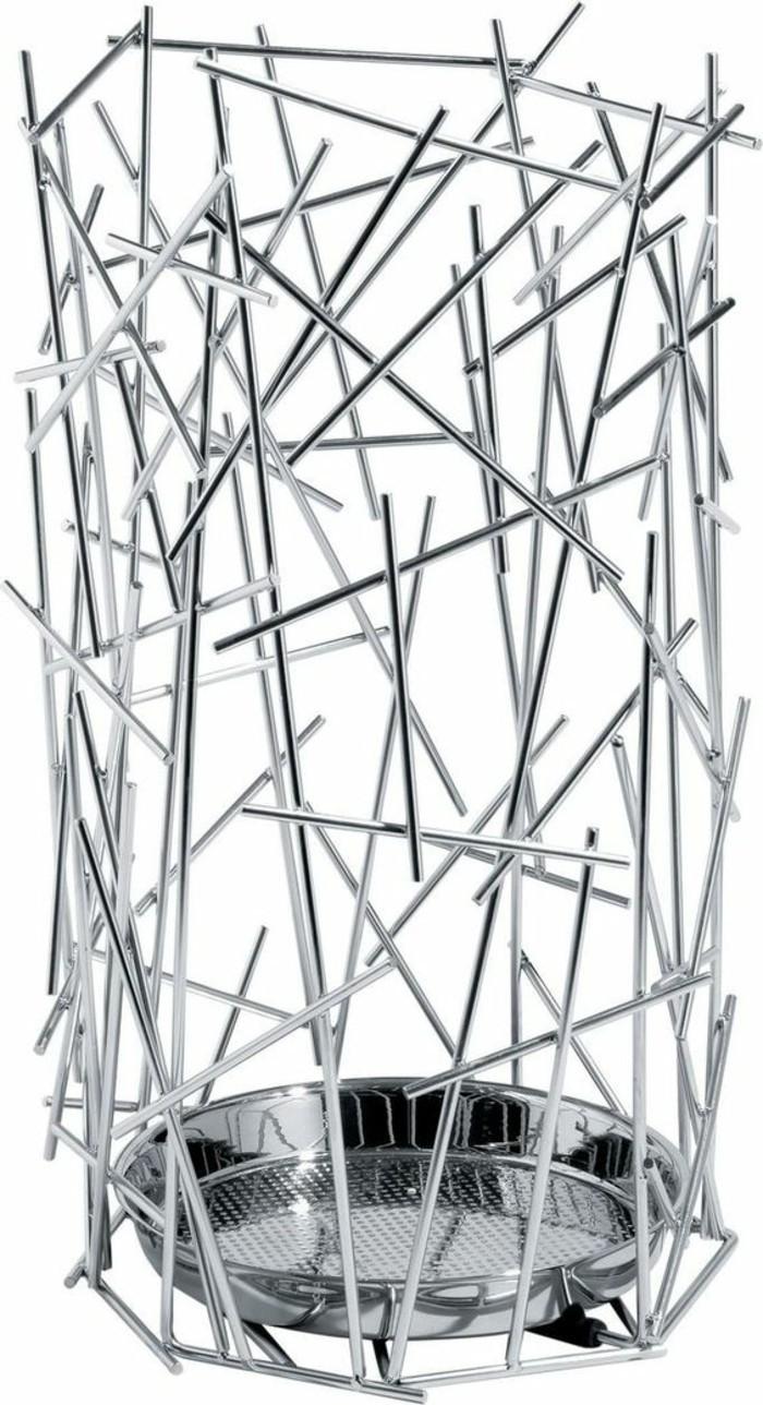 41-porte-paraplui-sur-un-fond-blanc