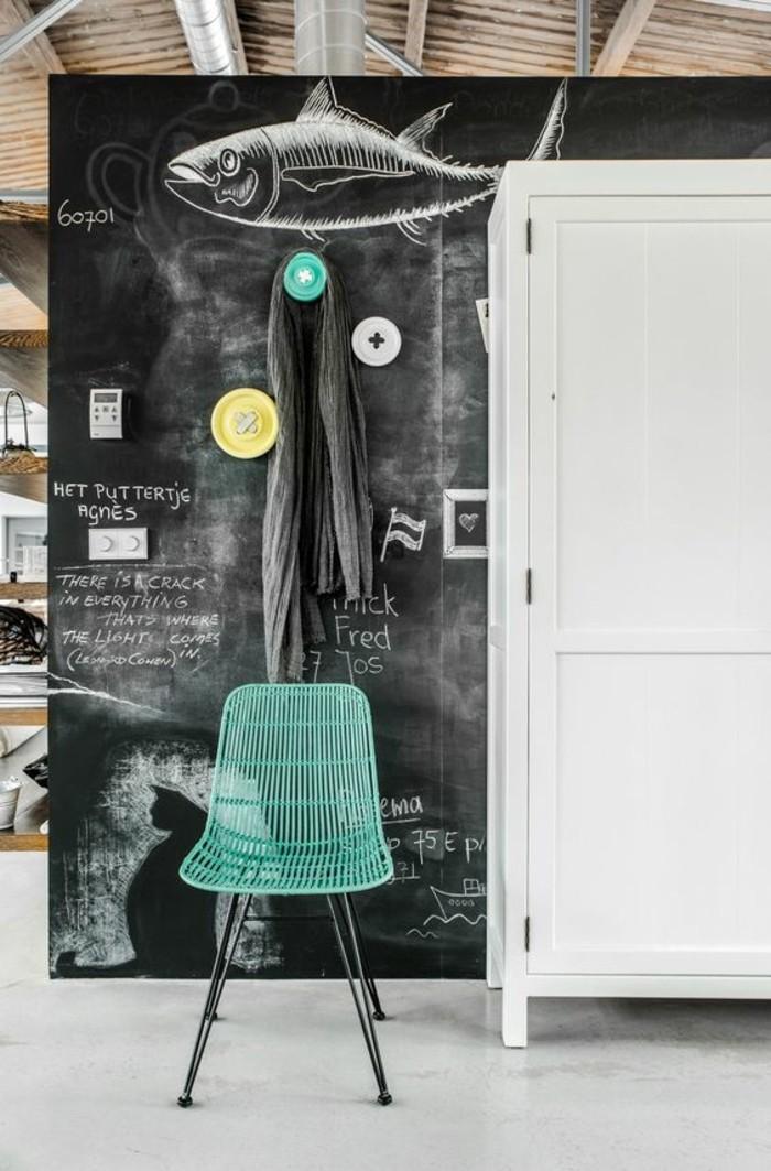 47-meuble-vestiaire-entree-un-poisson-est-dessine-une-chaise-verte
