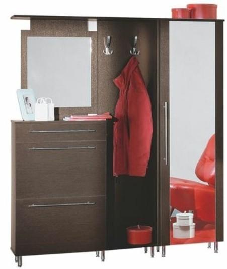 49-meuble-chaussure-un-petit-garde-robe-un-manteau-suspendu