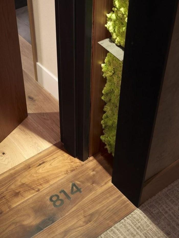50-decoration-couloir-parquet-une-porte-entrouverte