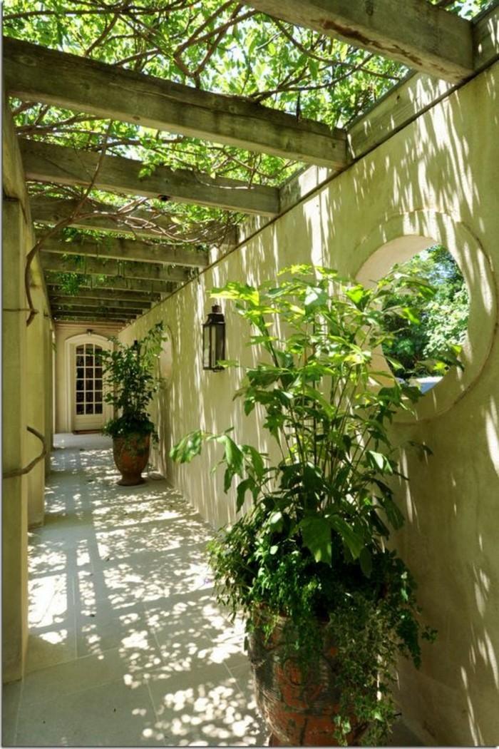 57-couloir-deco-deux-pots-de-plantes-vertes