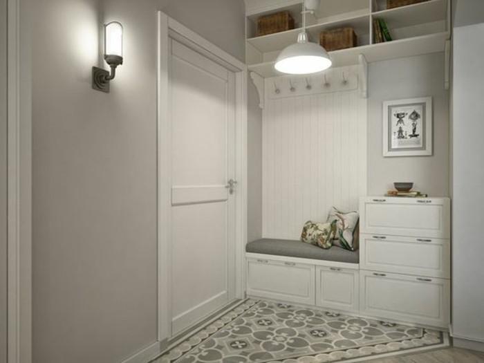 57-deco-entree-deux-lampes-sont-allumees-deux-placards-blancs