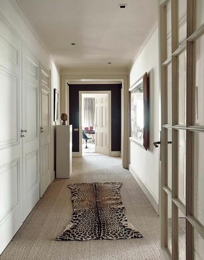57-interieur-feng-shui-une-porte-ouverte-un-petit-tapis