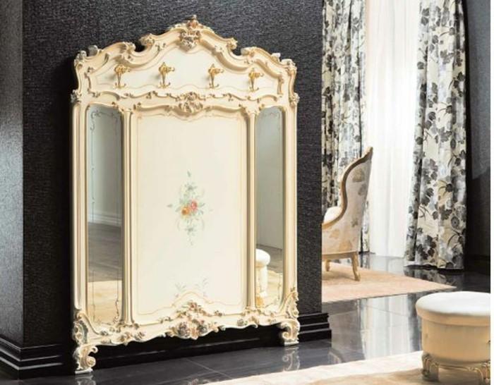 61-decoration-couloir-un-beau-miroir-un-fauteuil-un-tabouret-sur-le-fond-dun-mur-gris