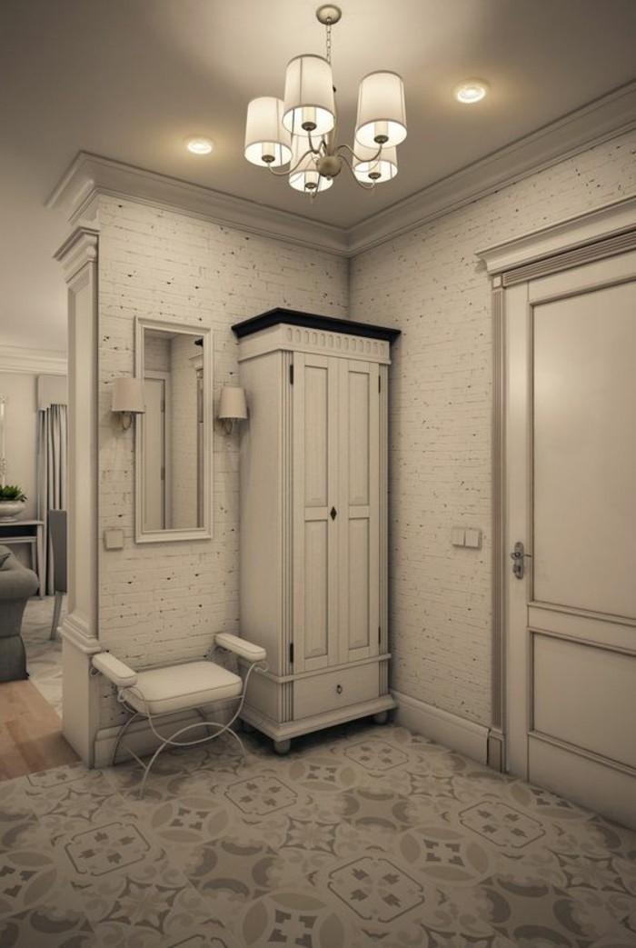 90-peinture-couloir-etroit-eclairage-un-tabouret-et-un-placard-blanchatres