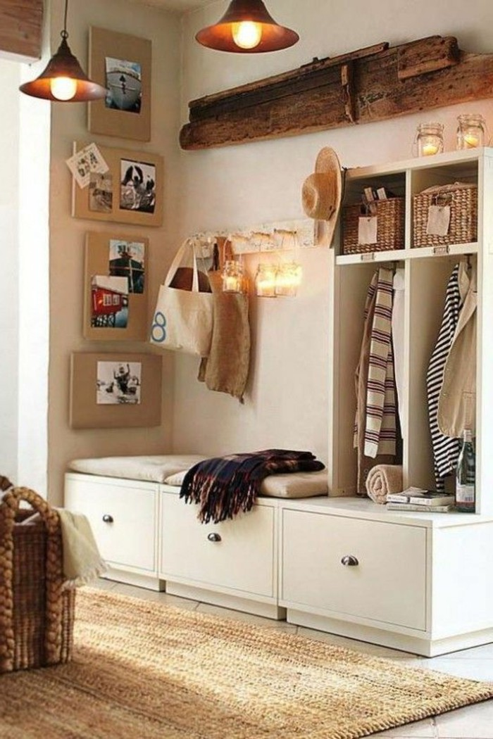 92-peinture-couloir-etroit-eclairage-un-petit-tapis-des-vetements-suspendus