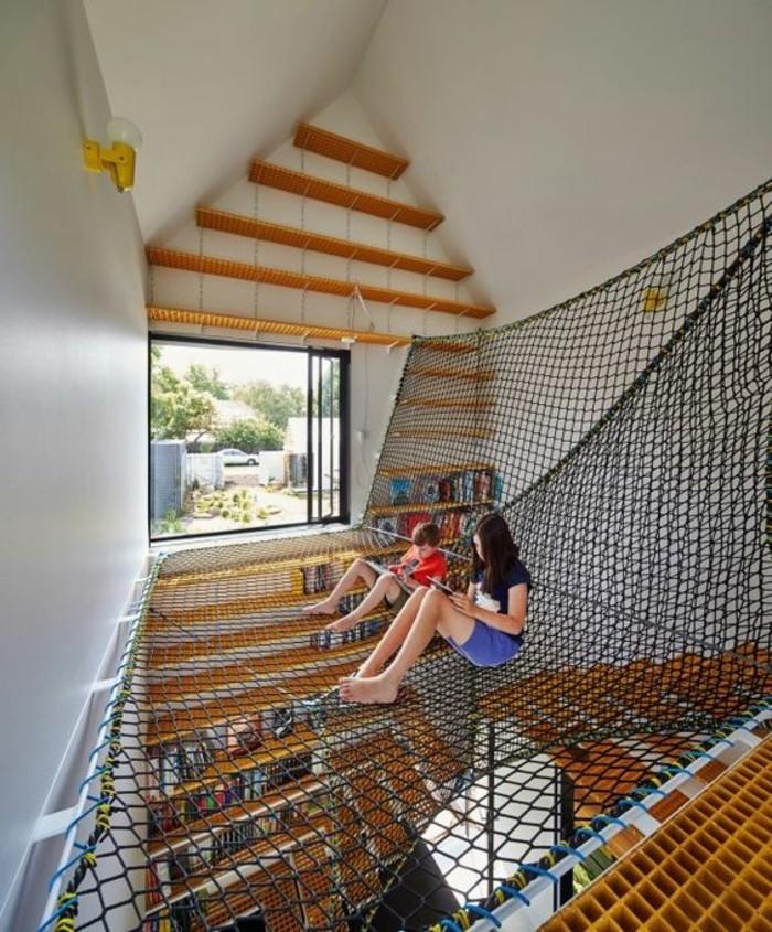 chaise-hamac-suspendu-deux-enfants-qui-lisent
