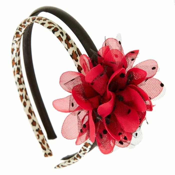 accessoire-cheveux-fille-claire-s-aux-motifs-leopard-et-avec-une-fleur-rouge-resized