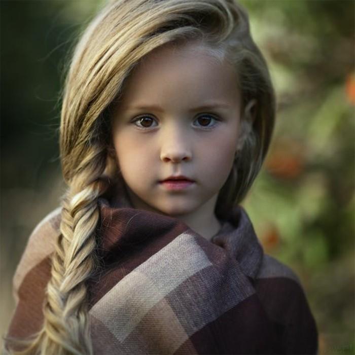adorable-coiffure-avec-tresse-modele-de-coiffure-epi-de-ble