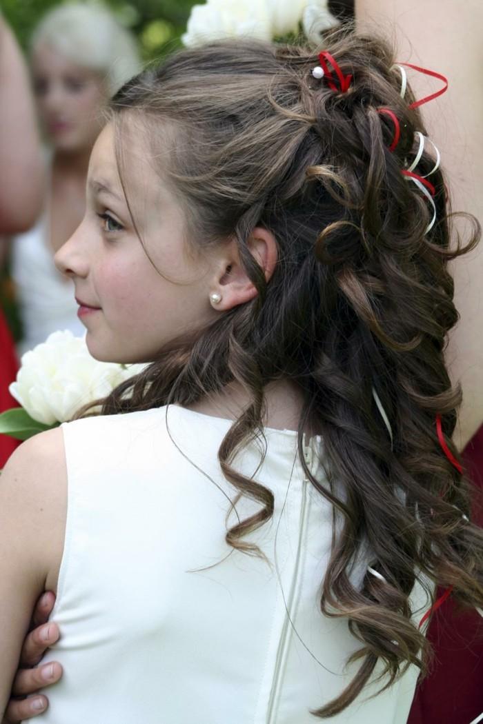 adorable-coiffure-tres-elegante-suggestion-coiffure-communion-exceptionnelle