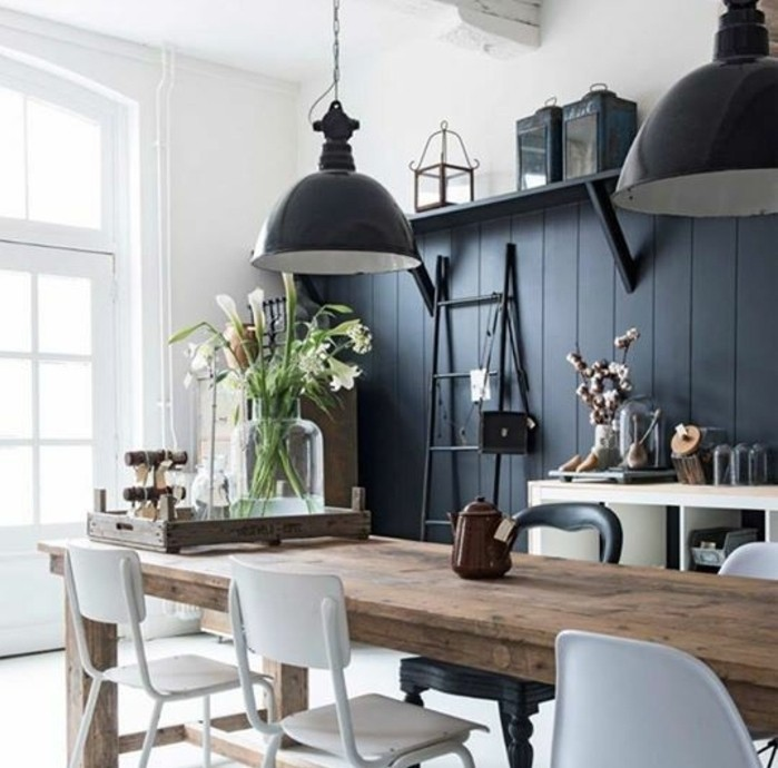 ambiance-magnifique-dans-cette-cuisine-industrielle-table-en-bois-rustique-chaises-et-lampes-industrielles-cuisine-trop-stylee