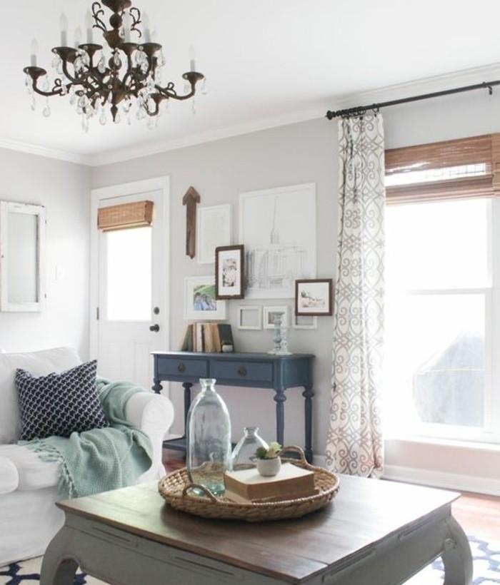 ambiance-vintage-dans-ce-salon-trop-style-peinture-murale-gris-clair-canape-blanc-quelques-touches-de-couleur-salon-vintage