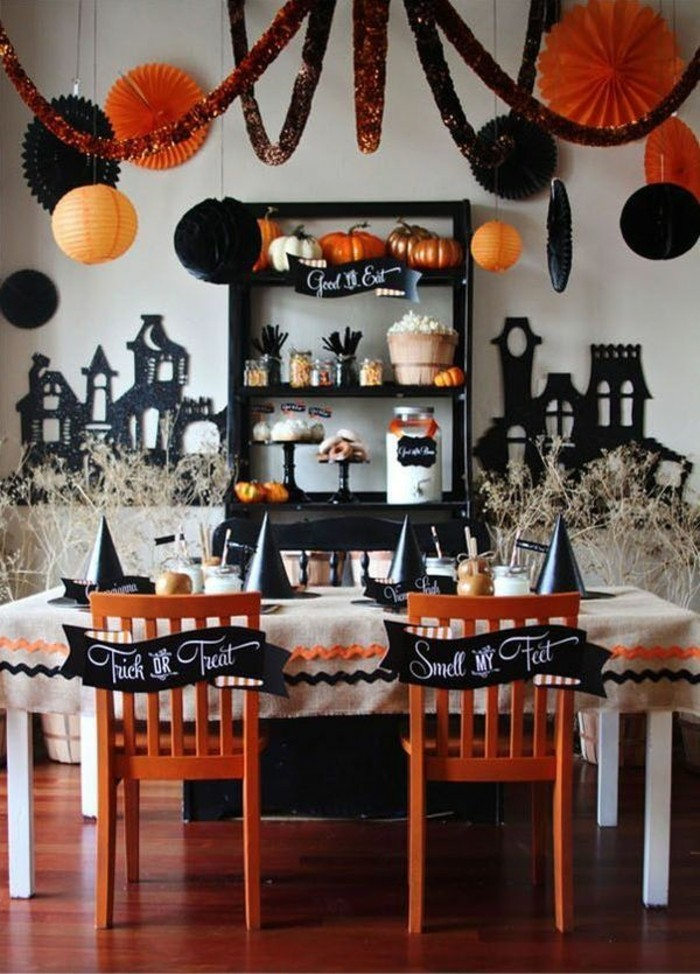 bar-gateaux-idee-decoration-table-chaises-feter-halloween