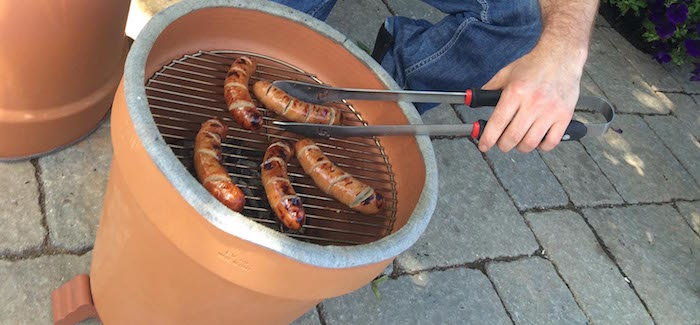 barbecue-pas-cher-dans-pot-de-fleurs-terre