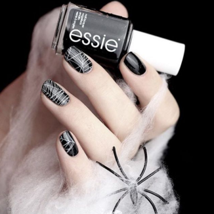 beaute-deco-ongle-modele-ongle-halloween-noir-fil