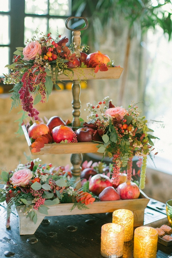 belle-deco-mariage-theme-nature-chic-idee-cool-table-fruits