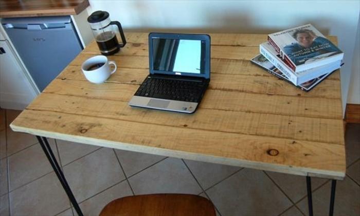 belle-idee-pour-fabriquer-un-bureau-en-palette-diy-tres-facile-a-realiser