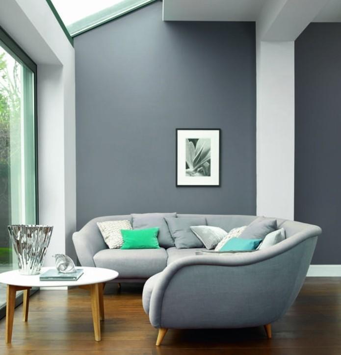 belle-suggestion-deco-salon-gris-couleur-peinture-salon-gris-fonce-canape-gris-clair-table-a-cafe-sympa-et-paquet