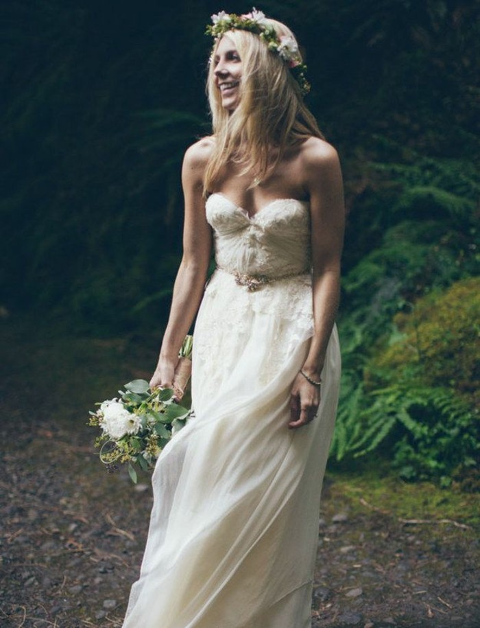 belles-robes-de-mariee-simples-et-chic-idee-magnifique-femme