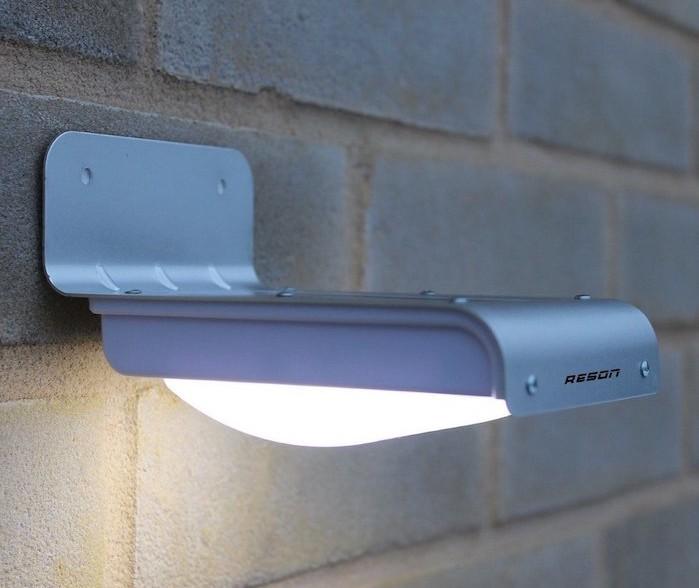 Clairage ext rieur solaire que la lumi re soit for Applique murale solaire exterieur avec detecteur