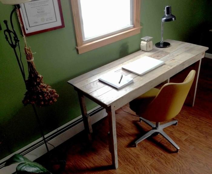bureau-en-palette-design-simple-et-esthetique-qui-demande-peu-d-efforts